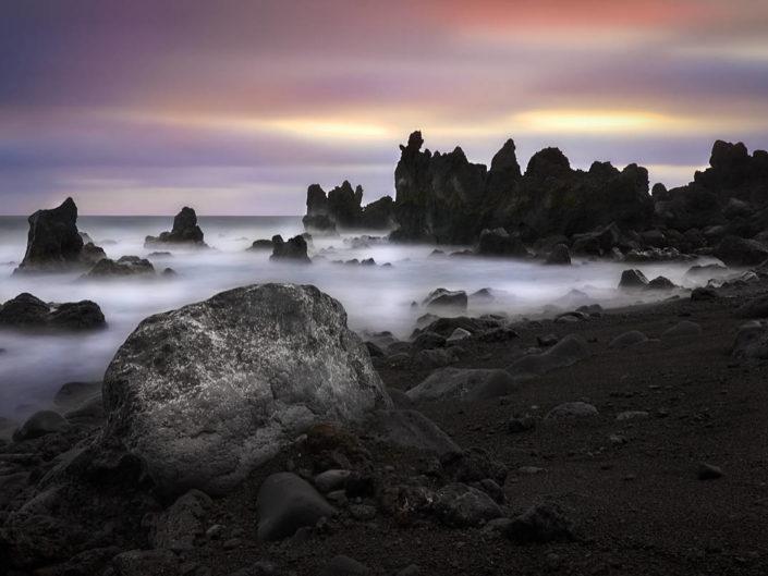 Felsenküste am Lavastrand