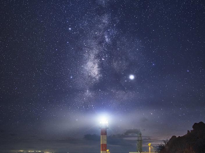 Leuchtfeuer unter der Milchstraße
